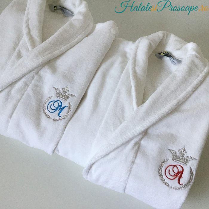 Set halate de baie personalizate cu monograma coroana A si M